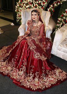 Indian Bridal Lehenga, Pakistani Wedding Dresses, Red Lehenga, Pakistani Dress Design, Lehenga Choli, Pakistani Suits, Punjabi Suits, Asian Bridal Dresses, Indian Bridal Outfits