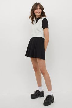 Hm Outfits, Popular Now, H&m Gifts, Trending Now, Fashion Company, Neue Trends, Lady, Skater Skirt, Black Women