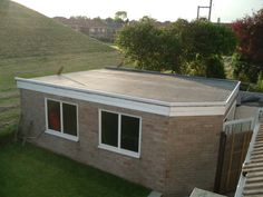 Repairing A Flat Roof Can Be Tricky Depending On The Type Of System Installed On Their House It Mig Flat Roof Repair Flat Roof Traditional Building