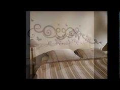 En stickers, en cuir capitonné, en tissus ou en bois, la tête de lit a l'objectif de nous faire rêver. Revue de détail sur les dernières tendances en matière de tête de lit.