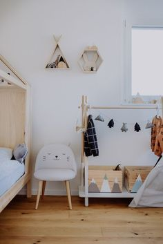 Ideas to create a cool boy's room: Part II - interior decorating Dream Master Bedroom, Kids Bedroom, Cool Boys Room, Bedroom Furniture, Bedroom Decor, Kids And Parenting, Baby Room, Toddler Bed, Interior Decorating