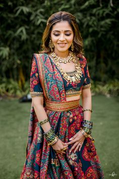 Gorgeous Mumbai Wedding With Bride In Drool-Worthy Outfits! Business Outfits Women, Indian Wedding Photos, Traditional Looks, Traditional Dresses, Lehenga Designs, Glamorous Wedding, Bridal Looks, Designer Dresses, Designer Wear