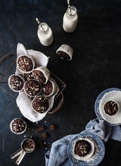 Σοκολατένια Muffins με Κολοκυθάκι – Let's Treat Ourselves Chocolate Zucchini Muffins, Food Photography, Cupcakes, Sweets, God, Cookies, Sweet Pastries, Dios, Chocolate Zucchini Cupcakes