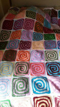 en espiral Granny Square Crochet Pattern, Crochet Patterns, Quilts, Blanket, Spirals, Crocheting, Crochet Pattern, Quilt Sets, Blankets