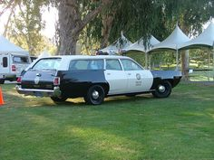 Los Angeles Police Department Blk/Wht at the Los Angeles Police Memorial Foundation Car The station wagons were used by Sgt's they had area maps take down latter's and other gear in them. Could be used as Command Post They all hated them. Emergency Vehicles, Police Vehicles, Police Memorial, Ford Mustang 1967, Old Police Cars, Plymouth Satellite, Car Station, Los Angeles Police Department, Police Patrol