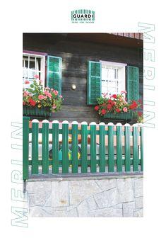 Unser MERLIN sieht zwar aus wie ein klassischer Lattenzaun, ist aber technisch auf einem ganz anderen Niveau. Im Gegensatz zu einem Holzzaun, halten unsere Gartenzäune aus Aluminium allen Wetterbedingungen stand und müssen nie mehr gestrichen werden. Merlin, Aluminium, Outdoor Structures, Split Rail Fence, Wooden Fence, Fence Ideas, Modern Fence, Rustic