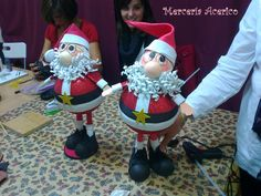 Mercería Acerico : Seguimos haciendo talleres de navidad, te puedes apuntar All Things Christmas, Christmas Diy, Christmas Ornaments, Polymer Clay Projects, Diy Clay, Light Bulb Crafts, Biscuit, Polymer Clay Christmas, All Craft
