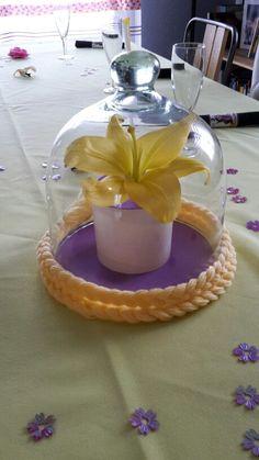 Fleur aux pétales d'or anniversaire Raiponce - lys jaune