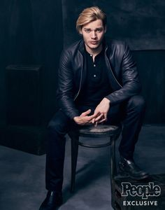 Dominic Sherwood for People Magazine 2017 Dominic Sherwood, Malec, Alec And Jace, Clary E Jace, Shadow Hunters Cast, Christian Ozera, Supernatural Star, Vampire Film, Jace Lightwood