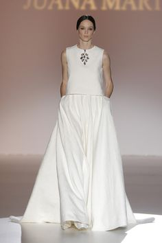 Juana Martin {Colección 2015} #vestidosdenovia #weddingdress #bcnbridalweek #tendenciasdebodas