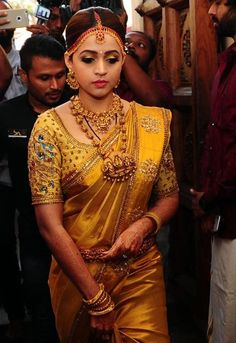 Discover thousands of images about Traditional South Indian Bridal Blouse Designs - Kurti Blouse Bridal Sarees South Indian, Wedding Silk Saree, Indian Bridal Outfits, Indian Bridal Fashion, Wedding Outfits, Indian Dresses, Bridal Dresses, Pattu Saree Blouse Designs, Bridal Blouse Designs