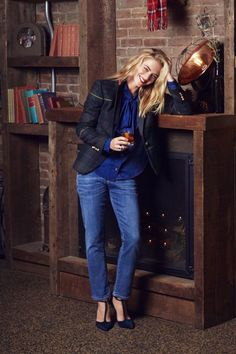 """NCIS actress Emily Wickersham heads across the river to Jersey City, NYC's hottest new """"borough,"""" to take a riverfront stroll wearing easy-dressing ideas that'll last you all winter. Emily Bishop, Ncis Bishop, Emily Wickersham Ncis, Ncis Stars, Make Eyes Pop, Demylee, Eva Mendes Collection, Pantyhose Outfits, Fashion Styles"""