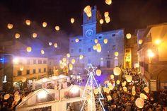 """Ci siamo quasi!  """"Un calendario ricco di appuntamenti che per un lungo mese faranno tuffare la città di Cortona nel clima natalizio..."""" We are almost there! """"A calendar full of events that for a long month will plunge the city of Cortona in the Christmas atmosphere ..."""" #hotelitaliacortona #nataleacortona  http://www.lanazione.it/arezzo/cosa%20fare/natale-a-cortona-dall-8-dicembre-tanti-eventi-1.3576965"""