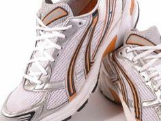 Pour enlever les mauvaises odeurs des chaussures de sport, par exemple, demandez à votre pharmacien quelques sachets d'acide borique. Cette poudre n'est pas chère et lorsque vous en saupoudrez dans les chaussures toutes les odeurs disparaissent complètement. C'est miraculeux. Et l'effet est durable ! A laisser agir une nuit, par exemple, et à retirer le matin avant d'enfiler ses souliers