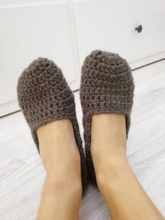 Knitted Slippers, Crochet Clothes, Shoes, Fashion, Moda, Knit Slippers, Zapatos, Shoes Outlet, Fashion Styles