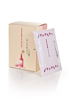 Mit der My Beauty Diary Red Wine Maske wird Ihre Gesichtshaut angenehm angeregt. Die Maske enthält wertvolle Stoffe an Antioxidantien. Antioxidantien werden auch Gesundheitspolizisten genannt.