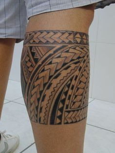 maori tattoos back Tattoo Maori Perna, Maori Tattoo Arm, Tribal Back Tattoos, Girls With Sleeve Tattoos, Leg Tattoo Men, Calf Tattoo, Samoan Tattoo, Leg Tattoos, Arm Band Tattoo