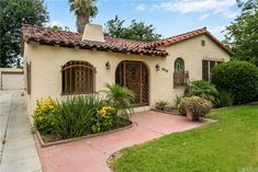 Spanish Bungalow, Spanish Style Homes, Spanish House, Bungalows, Dream Homes, Yard, Mansions, The Originals, House Styles