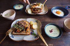 朝食枝豆スープ新じゃがレモンバター残っていたカポナータ洋風甘辛そぼろと目玉焼きをパンにのせただけ by saki.52