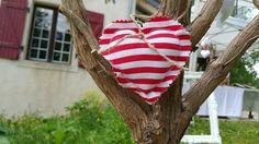 Coeur en tissus à suspendre rouge et blanc à rayures : Accessoires de maison par lestresorsdisa68