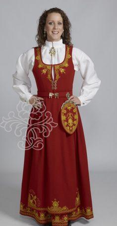 Romerike bunad rød