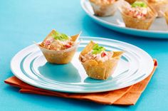 Discover Baked Shrimp Rangoon Appetizers for your next party! Easily making these tasty shrimp rangoon appetizers with wonton wrappers and cream cheese. Finger Food Appetizers, Appetizer Dips, Finger Foods, Appetizer Recipes, Chinese Appetizers, Wonton Appetizers, Kraft Foods, Kraft Recipes, Clean Eating Snacks