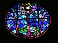 DIY  beautiful stained glass window effect with tracing paper and markers!!!! YOU KIDDING ME RIGHT NOW??!!! lmao...