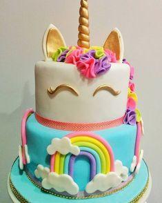 Party Unicorn, Unicorn Themed Birthday Party, Cupcake Cakes, Cupcakes, Bolo Frozen, Rainbow Party Decorations, 5th Birthday Cake, Unicorn Foods, Girl Cakes