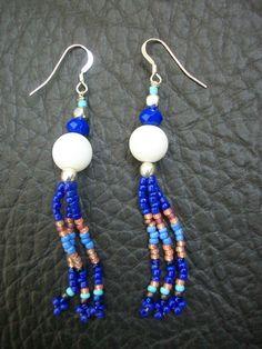 Boucles d'oreilles perles de rocaille bleu : Boucles d'oreille par zella