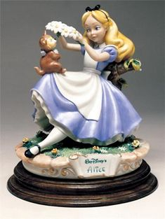 Disney Alice in Wonderland & Cat C. Capodimonte Italy Original Box Alice & Dinah by Enzo Arzenton Size: 10 inches High x 9 inches Wide x 9 inches Deep Edition Size: 324 Released: 1986 Alice In Wonderland Figurines, Alice In Wonderland Doll, Disney Pixar, Walt Disney, Lewis Carroll, Disney Rooms, Disney Figurines, Disney Traditions, Princesa Disney