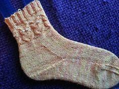 Ravelry: Owl Sock's pattern by Coral Bale free pattern