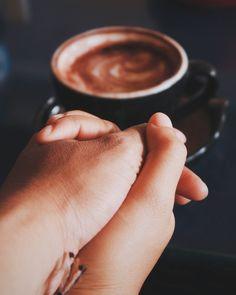 Denganmu, aku lebih tertarik berada di sebuah kedai kopi sederhana daripada keramaian mall, bioskop, atau taman-taman kota. Terasa lebih tenang, dapat mengatur tempo dan irama perbincangan. *** Aku...