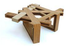 Ontwerper Eli Chissick maakte voor de tentoonstelling Zemayesh in Tel Aviv bijzondere houten meubels. Chissick noemt zijn ontwerpen 'wood-con-fusion' en gebruikte restanten hout, mdf en…