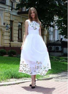 Белое льняное платье с вышивкой ПЛ-770313