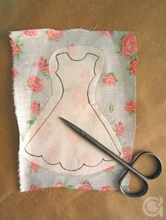 Amora's Crafts and Ideas: É Primavera! Barbie Sewing Patterns, Sewing Dolls, Doll Clothes Patterns, Doll Patterns, Clothing Patterns, Quilt Patterns, Felt Crafts, Fabric Crafts, Sewing Crafts
