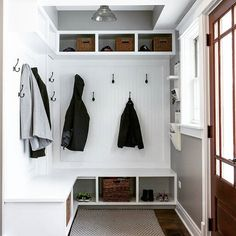 The perfect entry way for kids to take off muddy shoes, and guests to hang their coats. #entryway #perfect #family . . .  #interiordesigner #interiordesign #interiorstyle #homeinspiration #interiorstyling #interiordecor #style #roomporn #homeinteriordesign #desgininspo #instainteriors #picsroom #mydomaine #remodel #remodeling #chicago #chicagodesigner #chicagodesignbuild #libertyville #libertyvilleil #chicagoremodel #chicagoremodeling