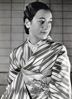 Hara Setsuko. A vintage photo of the great star from 1937.