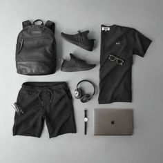 Black/Dark Grey Daily Outfit with MacBook Pro High Fashion Men, Men Fashion Show, Mens Fashion, Fashion Tips, Fashion Network, Fashion Updates, Men's Collection, Mens Clothing Styles, Menswear