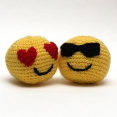 """42 Likes, 1 Comments - SILAYAYA (@silayaya) on Instagram: """"Smile! ¡A disfrutar del finde! Http://etsy.com/shop/silayayacolors #crochet #amigurumi #emoji…"""""""