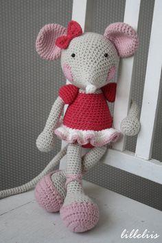 Bailarina-ratón juguete del ganchillo de amigurumi por lilleliis