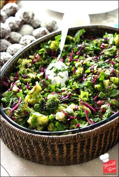 Corned broccoli salad - World Cuisine Turkish Salad, No Gluten Diet, Turkish Recipes, Ethnic Recipes, Appetizer Salads, Cooking Recipes, Healthy Recipes, Broccoli Salad, Vegetable Recipes