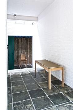 Sundhedshus Pandrup – Friis & Moltke design A/S – arkitekt MAA Mikkel Bahr - bænk - #overflade – #Desktop  – #Furniture Linoleum – #Forbo – #interior – #interiordesign