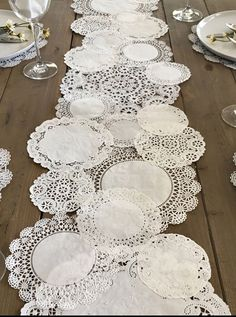 Prettie Table Runner Shab Rustic Paper Doilies Diy Weddings pertaining to proportions 900 X 900 Paper Table Runner Wedding - You could also hand applique i Paper Lace Doilies, Paper Doily Crafts, Paper Paper, Diy Crafts, Framed Doilies, Kraft Paper, Deco Champetre, Paper Table, Wood Table