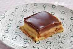 Cómo hacer una tarta de galletas o tarta de la abuela. Receta de la tarta perfecta para preparar con los niños. Capas de galletas, chocolate y natillas.