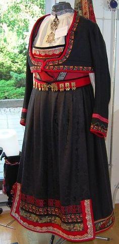 Norwegian folk dress from Telemark | skjaelestakken (bunad) Tinn bunad in Telemark