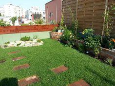 Acoperis cu vegetatie si zone de relaxare, elemente de decor de terasa gradina.