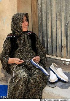 Kurdistan | Kurdish woman knitting the Kurdish shoe: 'Klash'