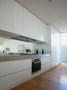 Clean and simple kitchen by Minosa