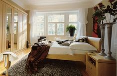How to decorate small Luxury Bedroom