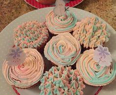 Recette Cupcakes vanille et glaçage multicolore par Amandinosaure - recette de la catégorie Desserts & Confiseries